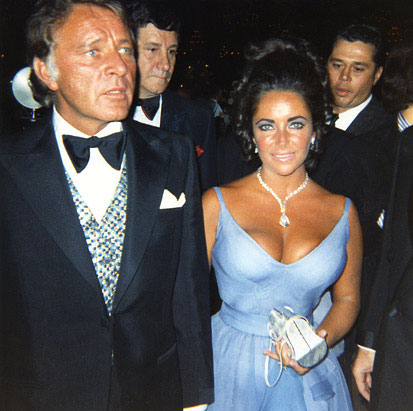fashion industry curvy fat fat sexiest sought actress woman Elizabeth Taylor gown